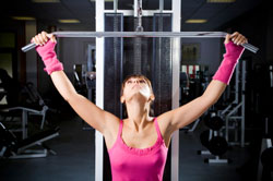 woman doing pulldowns